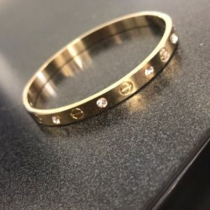 Jewelry - Gold bracelet, pretty loose, and clip on